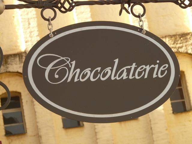 pancarte d'entrée d'une chocolaterie artisanal